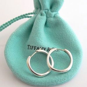 STUNNING AUTHENTIC RETIRED TIFFANY & CO EARRINGS